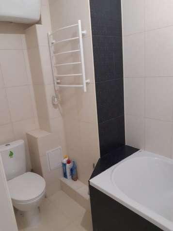 Продам 2-х комнатную квартиру на Сахарова/Высоцкого .