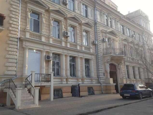 Сдам фасадное помещение 154,7м в отреставрированном здании