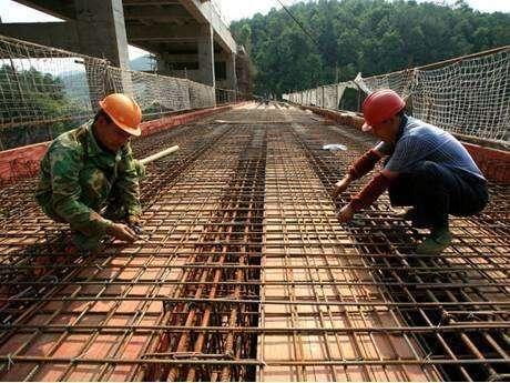 Рабочий на стройку – сборка металлоконструкции в Венгрии