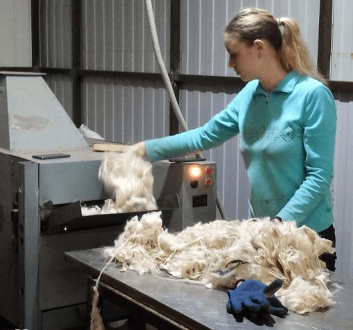 Работа для женщин на производстве ниток в Литве