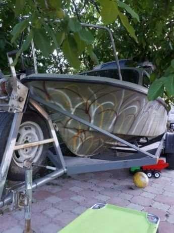Лодка для рыбалки и охоты