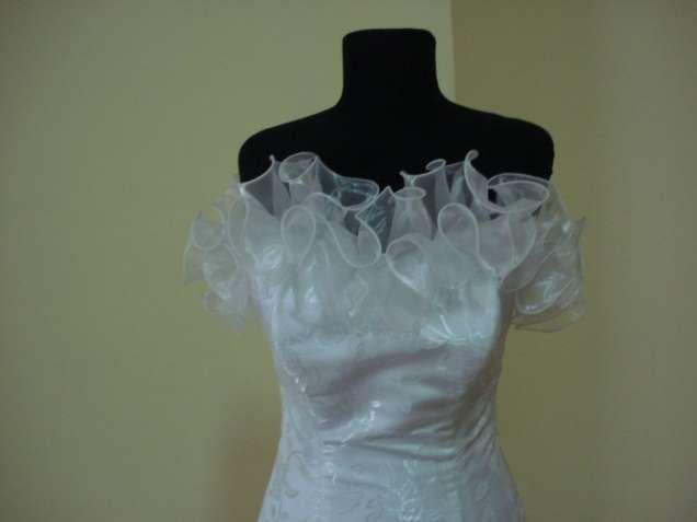 Платье свадебное, новое, размер 44-48.