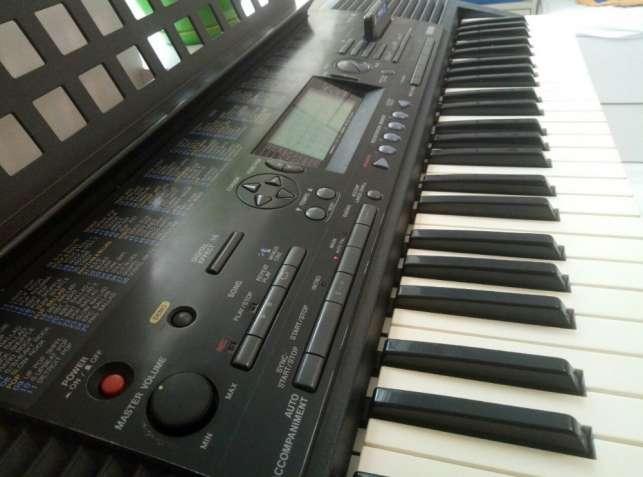 Синтезатор Yamaha PSR-320 продам