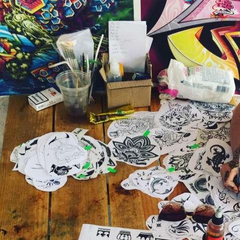 СРОЧНО! Девушка умеющая рисовать. Работа в Лазурном.