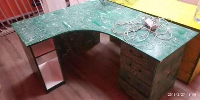 Угловой компьютерной стол, шкаф, диван из поддонов.