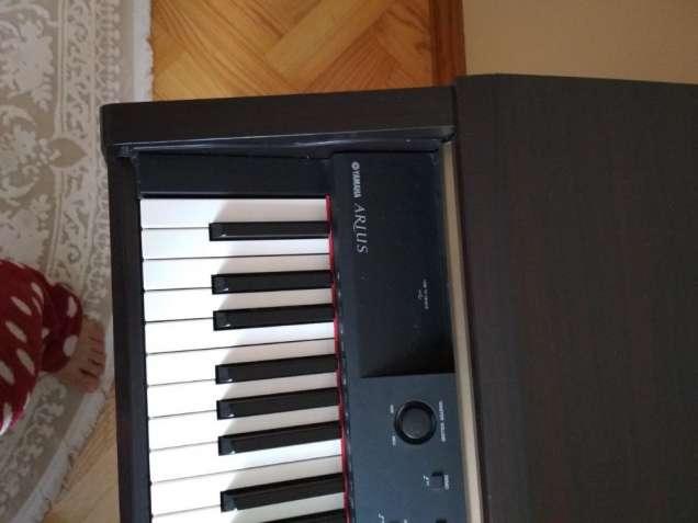Yamaha Arius YDP-V240 Цифрове фортепіано