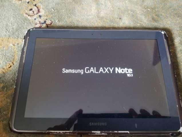 Продается планшет Samsung Galaxy Note 10.1 GT-N8000 б/у со стилусом