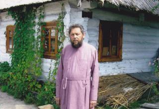 Поездки к священнику отцу Катюжанскому title=