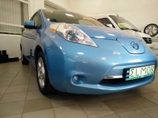 Nissan Leaf SV голубого цвета