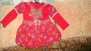 Продам нарядное тёплое платье для девочки 4-х лет title=