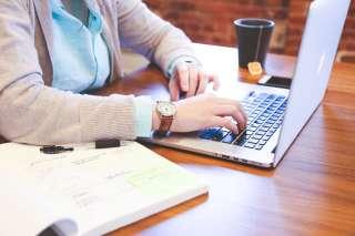Требуется менеджер Интернет-магазина по работе с входящими заявками.  title=