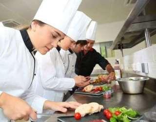 Потрібно 8 осіб для роботи на кухню при медичній академії. title=