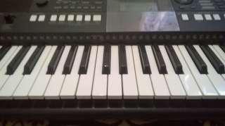 продам синтезатор YAMAHA psr E-423 title=