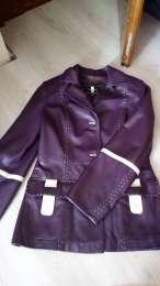 Жіноча шкіряна куртка  title=