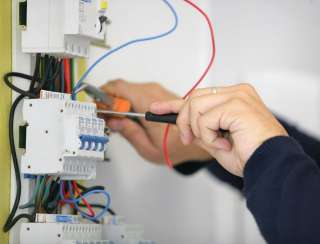 На работу требуется мастер электрик