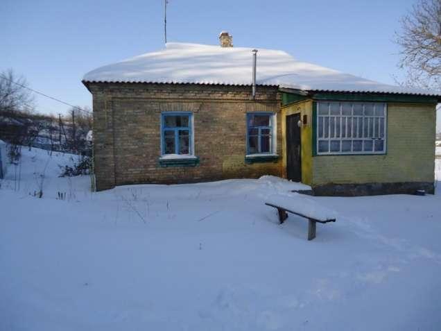 Кагарлык. Кирпичный дом с видовым участком.