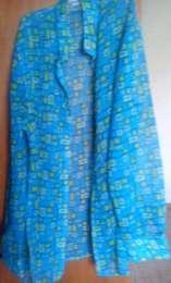 Яркая тоненькая летняя блуза с разрезами