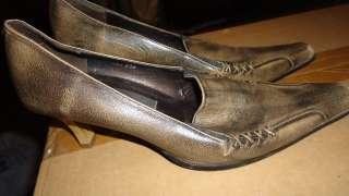 Кожаные женские туфли  title=