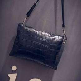 Модна жіноча сумочка чорного кольору/сумка-клатч черного цвета title=