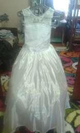 плаття біле title=