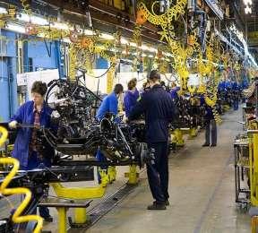 Работники на фабрику Magna (Польша) title=