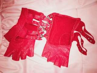 Продам кожаные перчатки красного цвета title=