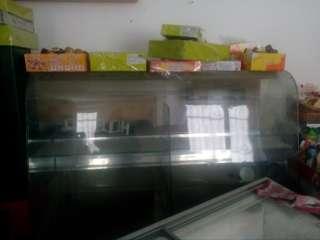 Продаж холодильних вітрин title=