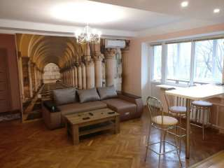 Срочно сдам в аренду 3-х комнатную квартиру по Чоколовскому бул. 19