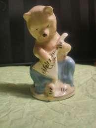 Фарфоровая статуэтка.Медведь с балалайкой. Городница