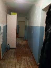Срочно продам 4 х комнатную  квартиру  в 9 этажном доме  по адрессу ул