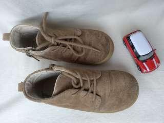 Детские замшевые ботиночки GAP р.10 (17,5) дитячі шкіряні ботіночки title=