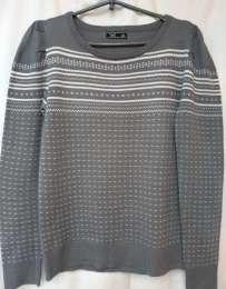 Трикотажный свитер свободного силуэта с шотландским орнаментом джемпер title=