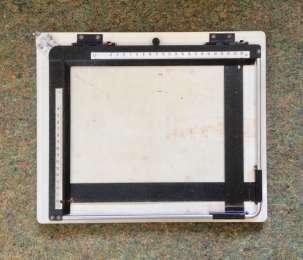 Кадрувальна рамка 18х24см для аналогового фотодруку (Польща, 1980-ті) title=