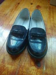 Кожаные туфли для девочки title=
