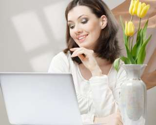 Сотрудник в онлайн-офис title=