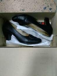 Продам кожаные туфли. title=