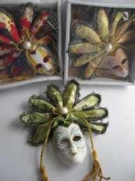 Краисвые настенные венецианские маски для вас и в подарок title=