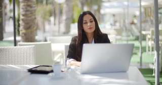 Сотрудник по работе с клиентами. title=
