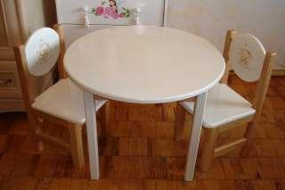 Комплект с круглым столиком и двумя стульями из ольхи.
