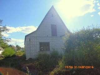 Продам земельну ділянку з недостроєнним будинком. title=