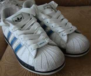 Кросівки adidas adicolor. Розмір 40 (25,5 см)