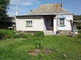 Ржищев. Кирпичный дом в центре города. title=