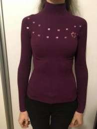 Светр жіночий, бурякового кольору; свитер  title=