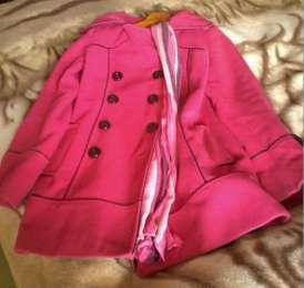 Малиновое пальто женское яркое выше колен title=