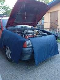 Защитная накидка на автомобиль для автомехаников. title=