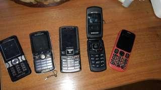 Кнопочні телефони Samsung Sony Ericsson Nokia title=