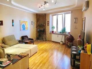 3-к. квартира с ремонтом в тихой секции на пр. Героев Сталинграда 8.