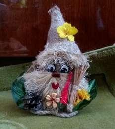 Домовенок в треугольной шляпке