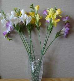Искусственные весенние цветы для интерьера