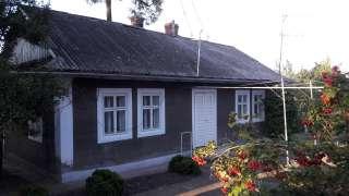 Приватний будинок з господарськими будівлями і земельною ділянкою title=